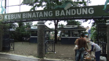 bandung_zoo_main_gate